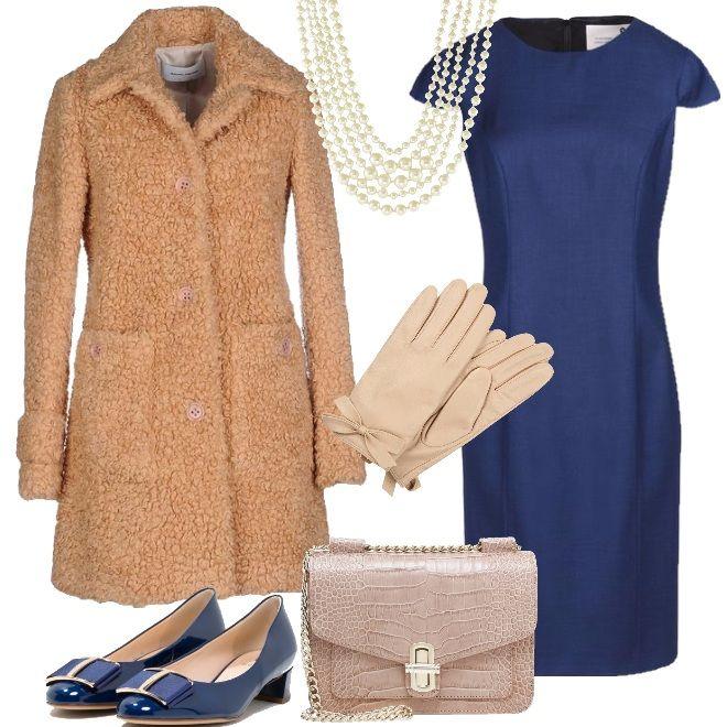 Il tubino in pura lana, blu china, è la sintesi dell'eleganza insieme al cappottino color naturale, smilzo e dalla particolare lavorazione . Una collana a più giri di perle, le scarpe in vernice con tacco basso e fibbia dorata, la tracolla e i guanti in pelle con fiocco, ti faranno sembrare appena uscita da una maison d'alta moda parigina. Completerai l'outfit con dei collant 15 den, color nude, setificati.