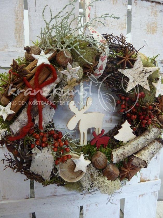 An diesem Türkranz mit den Holzelchen und den wunderschönen Zutaten aus der Natur wirst du dich in der Weihnachtszeit erfreuen... Ein wunderschöner Naturkranz im skandinavischem Stil mit...