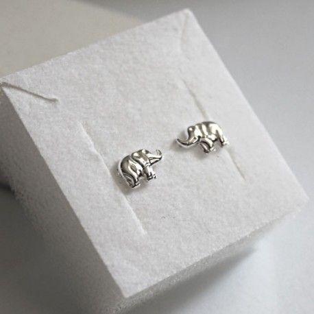 Kolczyki ze srebra próby 925 zakładane na sztyft. Srebrna biżuteria w atrakcyjnej cenie.