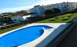 Apartamento con piscina, 8 personas, wifi, TV internacional, 2 plazas parking