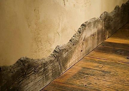 So cool. I would have never thought of using rugged edged wood for a baseboard.