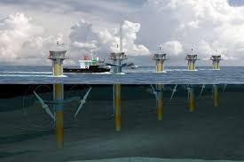 La energía mareomotriz se produce gracias al movimiento generado por las mareas, esta energía es aprovechada por turbinas, las cuales a su vez mueven la mecánica de un alternador que genera energía eléctrica,  finalmente este último esta conectado con una central en tierra que distribuye la energía hacia la comunidad y las industrias.