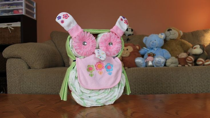 Just a quick and easy video on how to make an Owl Diaper Cake. Here is a link to my new website! http://thomscrafts.com/blog/ Here is a link to the Owl Diape...