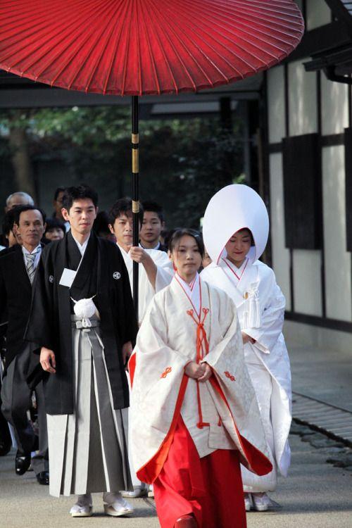 visitasia: Wedding in Kyoto (京都 下鴨神社) by Osamu Uchida http://ift.tt/1QCvcT6