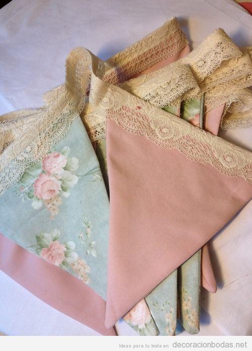 Ideas para decorar boda vintage, guirnalda con triángulo tela y encaje