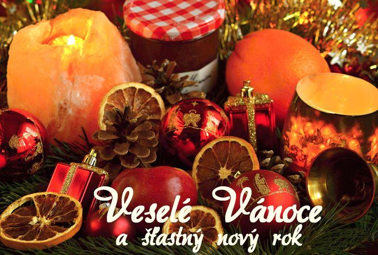 Vánoční přání s vánočními motivy zdarma ke stažení nebo k vytištění 17 x 11,5 cm pro obálku B6. Text uvedený na přáních: Veselé Vánoce a šťastný nový rok.