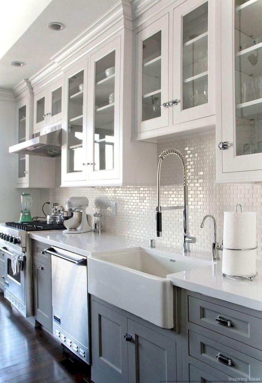 Awesome 65 Gorgeous Farmhouse Kitchen Cabinets Makeover Ideas https://decorapatio.com/2018/01/15/65-gorgeous-farmhouse-kitchen-cabinets-makeover-ideas/