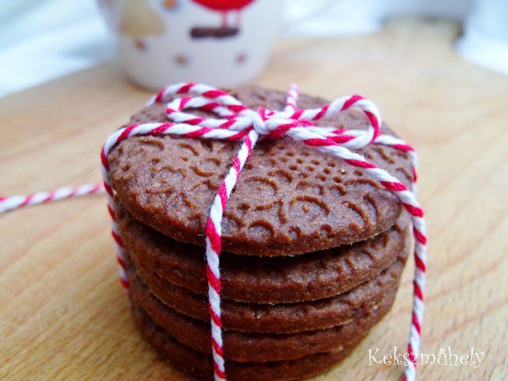 Kiváló gasztro ajándék szeretteinknek. Nagyon finom, rendkívül omlós, igaz egy keksznek pont ez a dolga.
