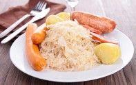 La choucroute est un véritable plat traditionnel alsacien. Pour en préparer une, nous vous proposons une recette facile et économique. Bon appétit.