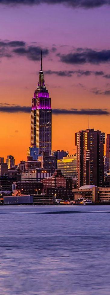 La puesta del sol en la ciudad de Nueva York, EE.UU.