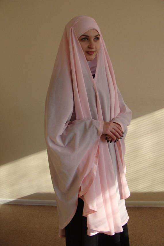 Oversize length khimar made of crepe chiffon and if you want to transform into a cloak. Ties from the back like a bandana, front fastens with klapko. the fabric is very soft, voluminous and lightweight, the edges from the inside of the cloak is decorated with satin. This chic hijab will quickly become your favorite thing in the wardrobe. This handy headdress like those who do not yet know how to wind a scarf, busy mums and female students. It is simple and concise, suitable for study, work…