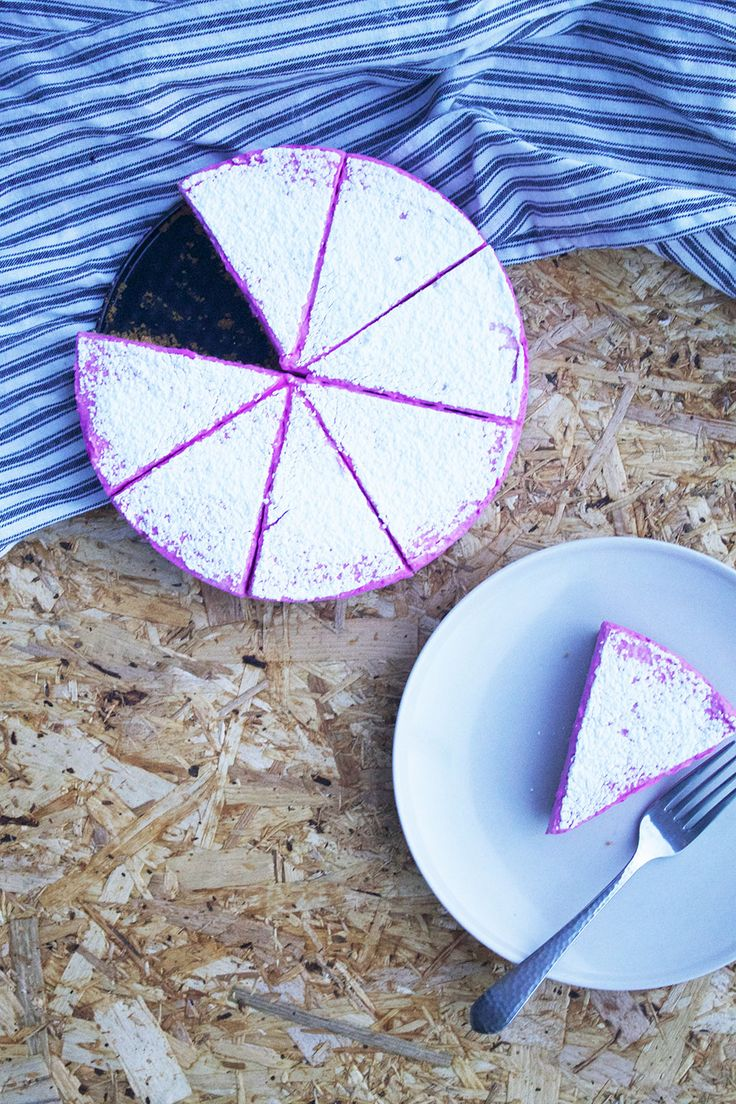 Cheesecake med rødbede // Cheesecake with beet root