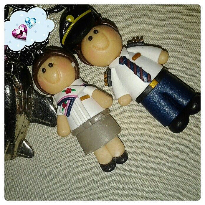 Fab gift and wedding souvenir idea: Personalized mini us keychains! ;)