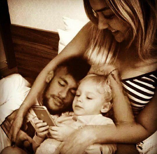 Le beau cadeau de Carolina Dantas à Neymar - http://bit.ly/1WPIo7m