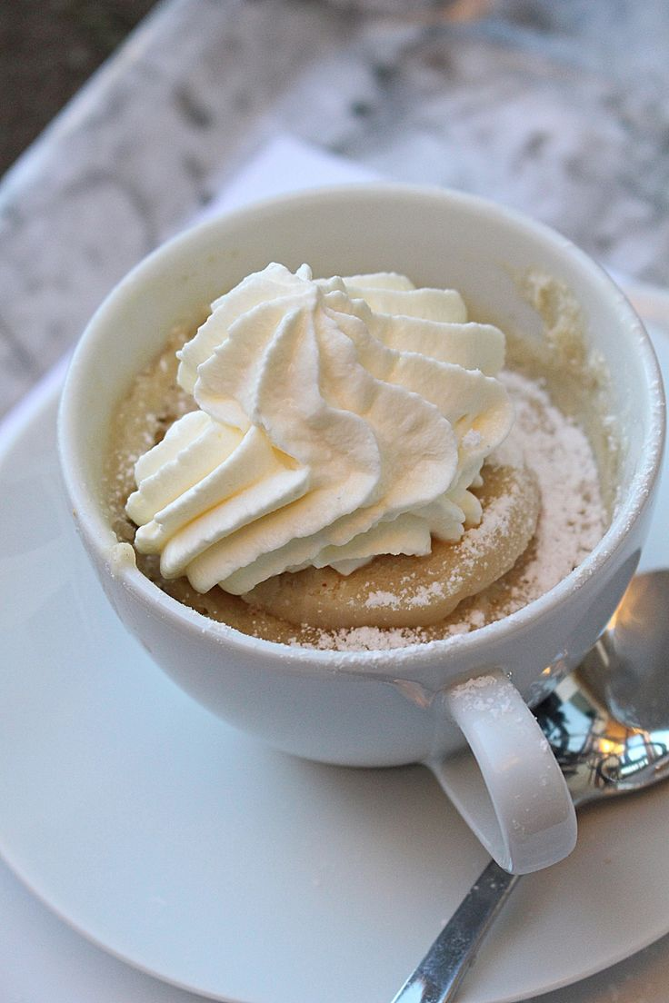 Måndag igen o en ny spännande vecka väntar! Dt här är en muggkaka som går på minuten! Den smakar som en variant av muffins och kladdkaka kan man säga. Det bästa är att det går fort när man får akut sug på semlor! SEMMEL MUGGKAKA 4 tsk vetemjöl 3 tsk socker ett kryddmått bakpulver 0,5 tsk [...]