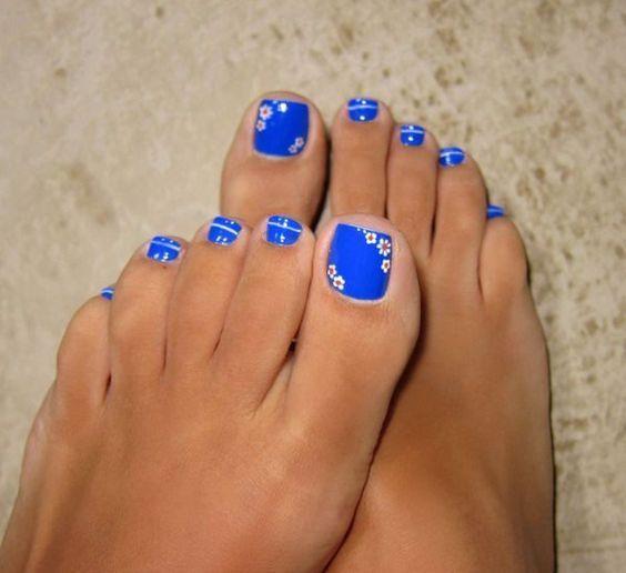 Summer Pedicures: Blue Floral Pedicure
