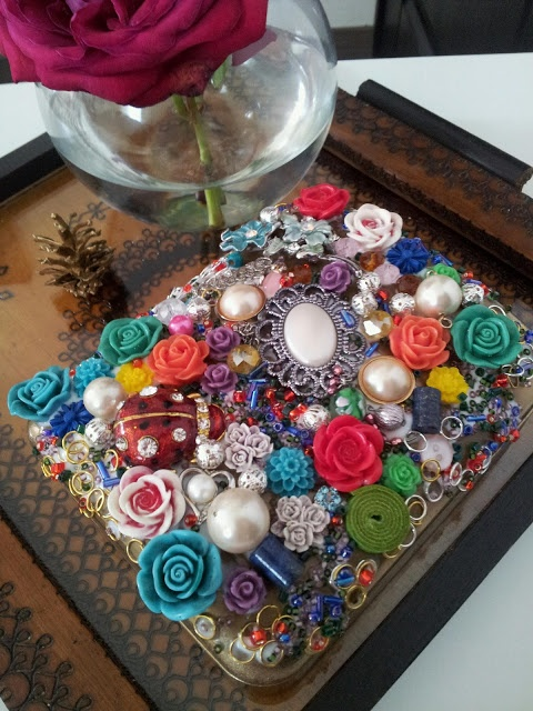 DIY jewlery box. This is actually pretty neat!