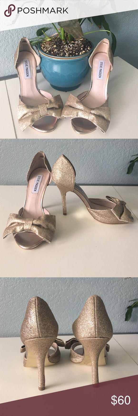 🎉HP🎉Gorgeous Steve Madden Heels! These Steve Madden heels are perfect for an evening wear! It comes in a size 7 and the heel height is 4 inches. There is a slight discoloration on the inside of the shoe but that is not noticeable when you are wearing it. Let me know if you're interested! Steve Madden Shoes Heels