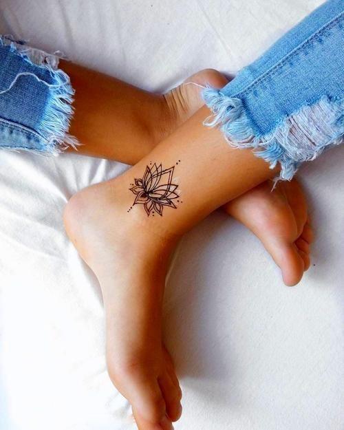 17 Tatuajes en forma de mandala para llenarte de plenitud en 2020 | Tatuajes delicados femeninos, Tatuajes discretos, Tatuajes