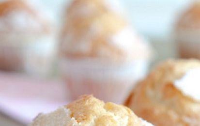 Muffin light senza uova e burro - Oggi vi proponiamo una ricetta molto utile per fare i Muffin light senza uova e burro, perfetti per stare a dieta ma con gusto! Mica dobbiamo rinunciare alle cose buone!