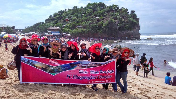 "Ibu-Ibu Bayangkari Banjar ""Mlaku-Mlaku Nang Jogja"" bersama Wira Tour Jogja. Lihat profil kami di https://wiratourjogja.com/paket-mobil/    atau     http://wiratourjogja.co.id/sewa-mobil/"