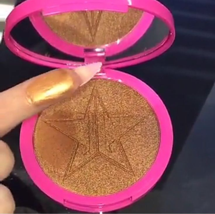 SNEAK PEEK At The New DARK HORSE Skin Frost/ Highlighter by Jeffree Star Cosmetics! Available around the end of this month/ August
