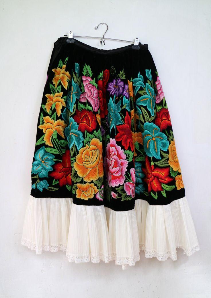 Falda mexicana, estilo Frida Kahlo, (F62), terciopelo negro y bordado de flores…