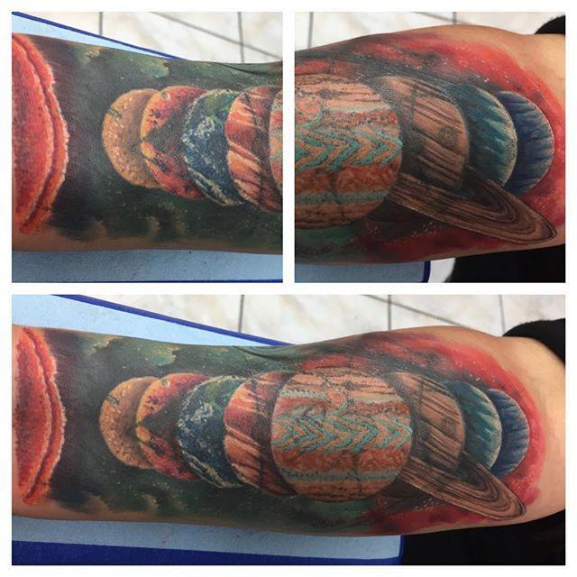 Hoy terminamos este cover up alli fue un reto dificil pero divertido y gracias nuevamente por la confianza , sigan al estudio en instagram @inknthunder @inknthunder @inknthunder  #tat #tats #tattoo #tattooed #tattooist #tattoos #tatuaje #tattooartist #tatuajes #tatuarte #art #tattoooftheday #artoftheday #ink #inks #inked #inknation #inkandthunder  #inknthunder #inknthundercrew #planetstattoo #spacetattoo #colortattoo #earth