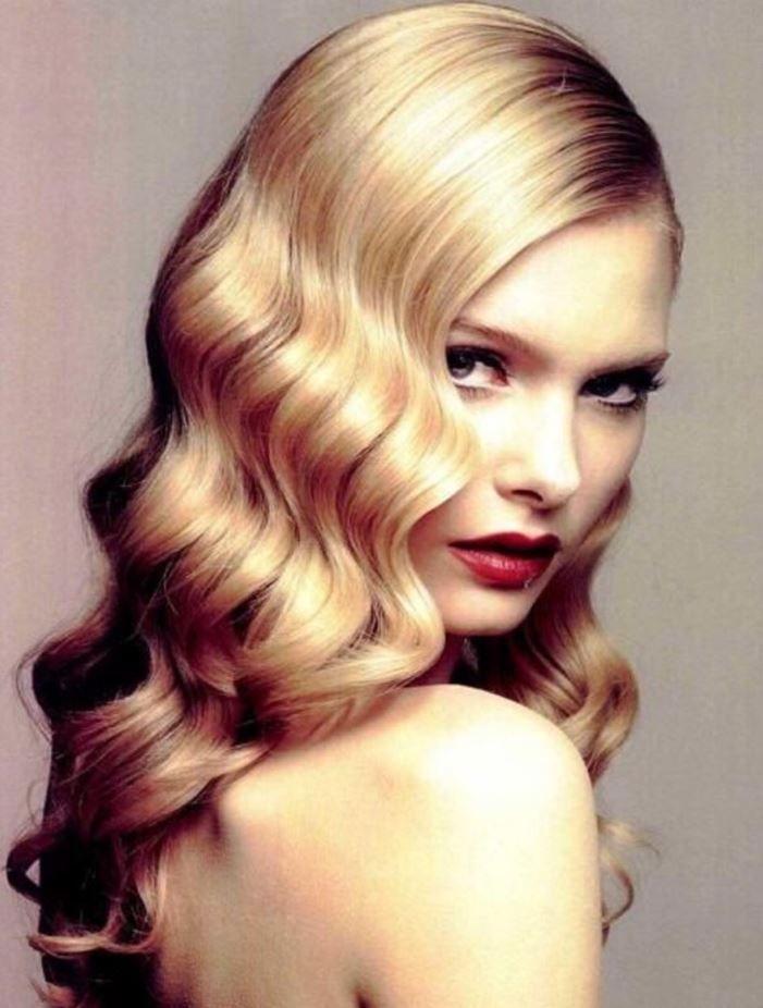Wag saç modelleri şık bir görünümünün yanısıra oldukça fonksiyoneldir. Çünkü wag saç modelini kısa saçlarınıza uygulayabileceğiniz gibi uzun saçlarınıza da uygulayabilirsiniz.