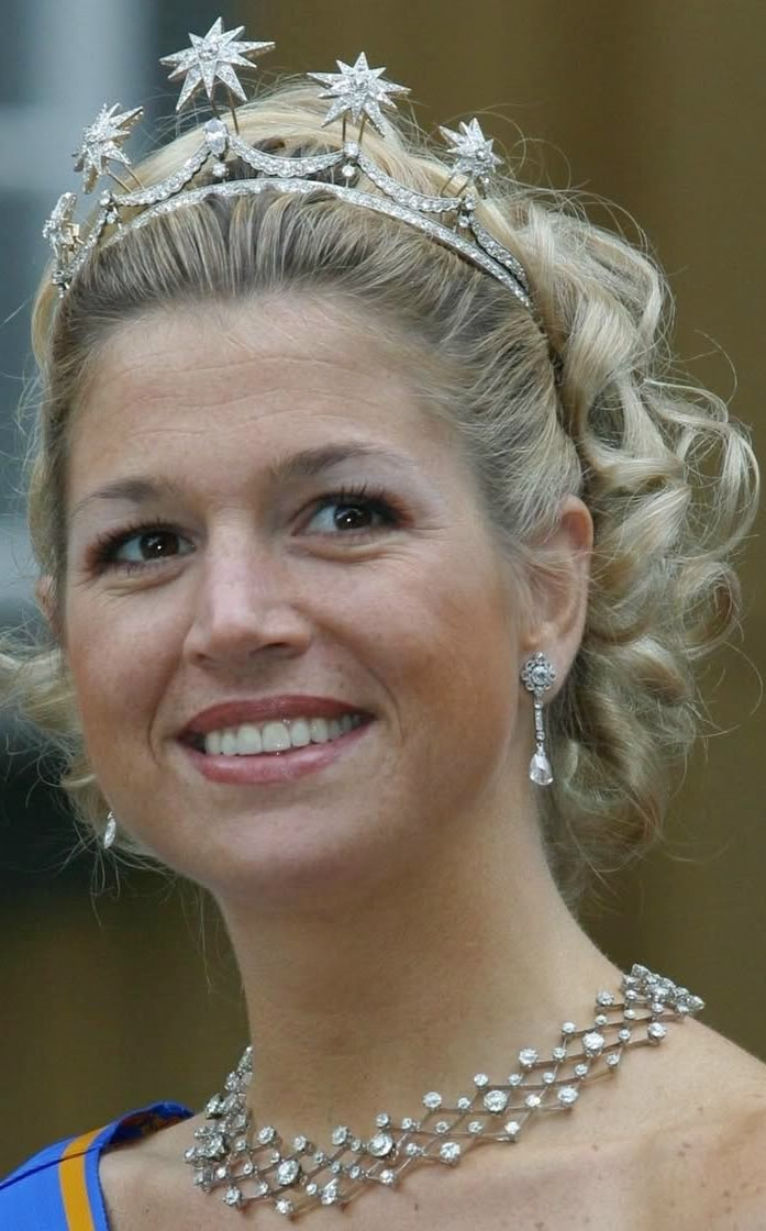 Dutch Royal tiaras: Pearl button with stars tiara