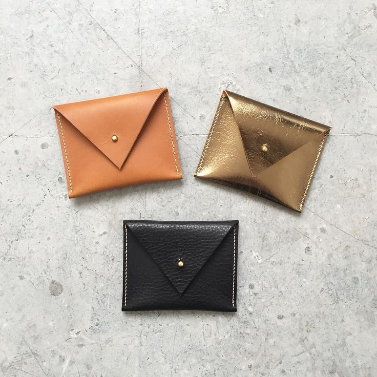 Looking for unique gifts? Visit CARV at Broadway Market Schoolyard today and every Saturday #giftsforher #leatherpurse #coinpurse #broadwaymarket #broadwaymarketschoolyard #eastlondon #carvlondon