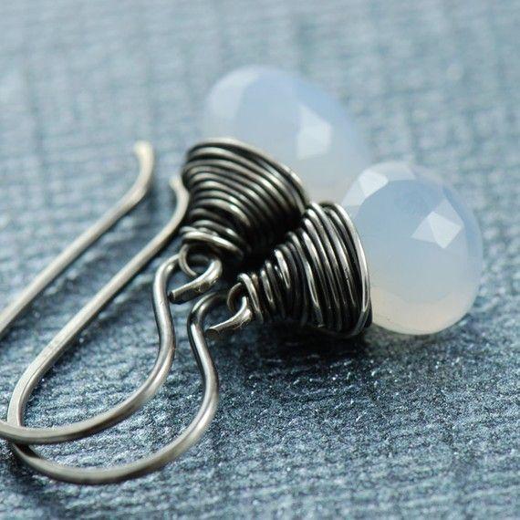 Edelsteen oorbellen Chalcedoon geoxideerd zilver draad door aubepine