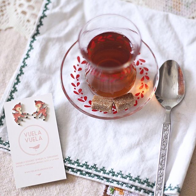 Afternoon sweet tea and the bambi stud earrings! Available on our #etsyshop #afternoontea #vuelavuelalife #vuelavuela #bijoux #moodoftheday #jeweloftheday #bijouxdujour #handmade #handmademtl #etsyseller #etsy #etsymtl #etsyca @etsy @etsyca @etsyquebec @etsyfavorites @etsysuccess @etsymtl