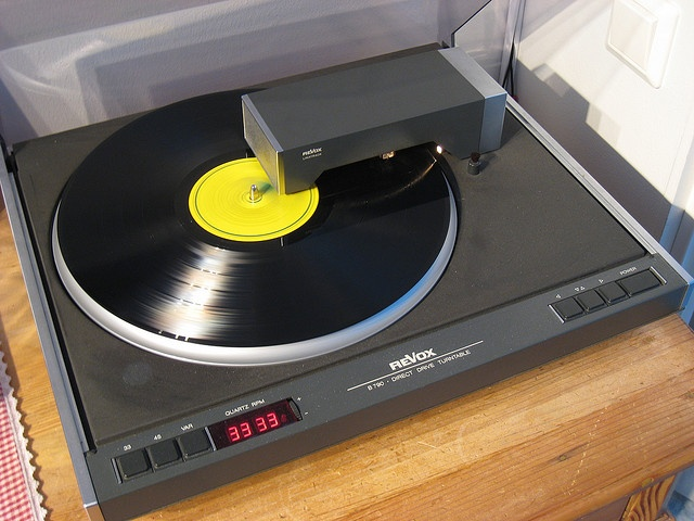 """Revox - B790 Linetrack ,Vintage High End Turntable"" !...  http://about.me/Samissomar"