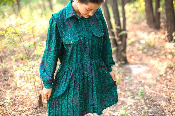 Vintage 80s emerald green dress by Schrader. Emerald oriental print dress long sleeves . Silk (polyester ) short  green plisse skirt  dress