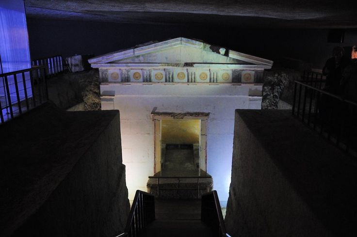 Μακεδονικός τάφος στον Φοίνικα