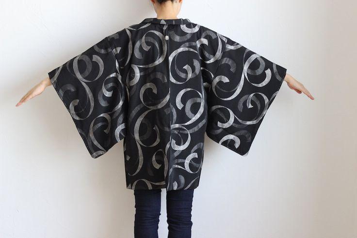 Etsy のHaori, black kimono, Japanese kimono, Kimono jacket, short kimono, silver…