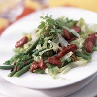 Découvrez la recette Salade d'hiver aux gésiers confits sur cuisineactuelle.fr.