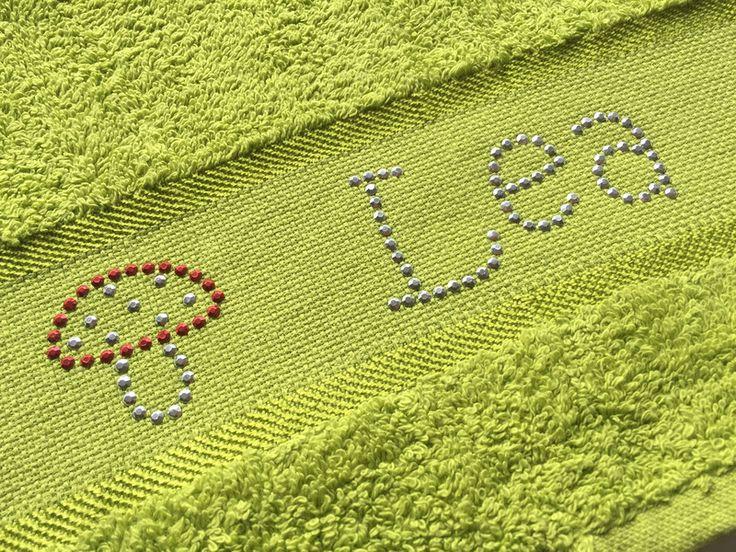 Handtücher - Gäste-Handtuch mit Namen aus Strasssteinen - ein Designerstück von Strassfee bei DaWanda