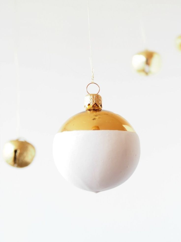 DIY Faux Ceramic Christmas Baubles  – Ideas for St M stall