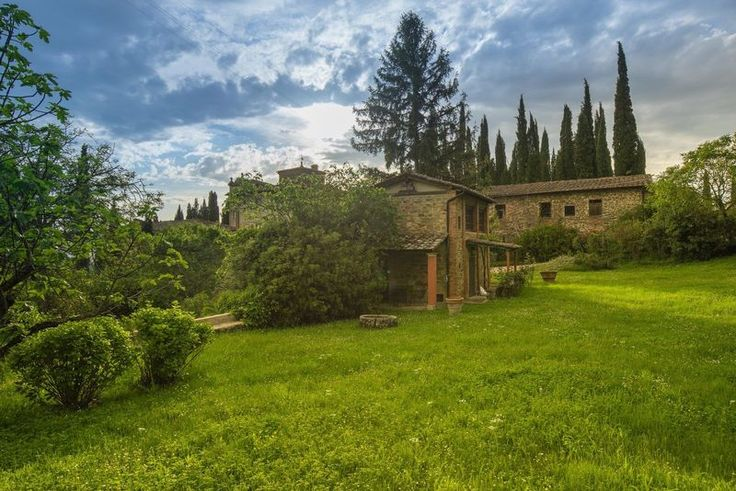 Rustico Girasole - Reggello is in the province Firenze, situated only few kilometers from Florence, this area is now more known by the outlet with Gucci, Armani, Tod's and others. But this is area is rich in history and culture. #holiday #home #wedding #Italy