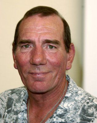 Pete Postlethwaite at event of Between Strangers (2002)