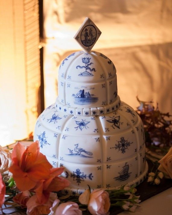 """Baked Ideas hand-painted re-creations of antique Dutch Delft tiles onto the couple's fondant-covered chocolate cake. The intricate masterpiece quickly became one of the bride's favorite day-of elements. """"The images of ships, children, and windmills were so charming!"""" says Hanna. Guests also enjoyed a dessert of apple tart with salted caramel and Tahitian vanilla ice cream."""