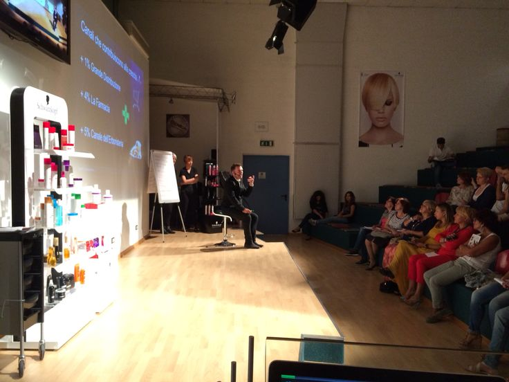 Chris Cameron live on stage for BC Haitherapist di #schwarzkopf