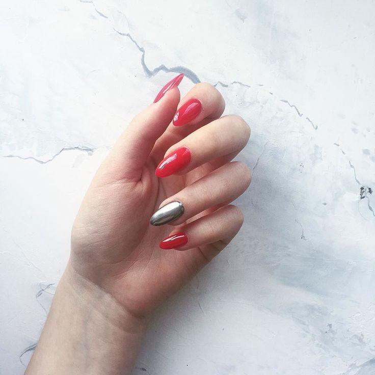 """Back to red. Уже большое количество времени я хотела найти покрытие для ногтей которое будет как сталь. Однако @zhadi5554 всегда отговаривала от наклеек. Сотрутся оторвутся и пр.  . Нашли совсем иную тему и мое """"вааау"""" ознаменовало рождение новой любви и нового ногтевого тренда  . Все кто хочет узнать о каком покрытии речь - ставьте  в комментариях. Всем Лов . #ногти #маникюр #руки #дизайн #покрытие #nails #manicure #hands #redpolish #nailpolish #newtrend #trendy #akelberg #like"""