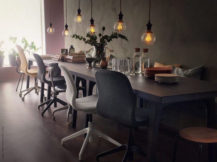 Ungewöhnlicher Sitzplatz - verschiedene Drehstühle am Esstisch sind bequem und schauen auch noch richtig gut aus!