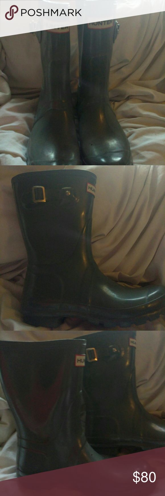 Hunter boots Hunter short boots it's an olive Color sz 7 bnwob Hunter Boots Shoes Winter & Rain Boots