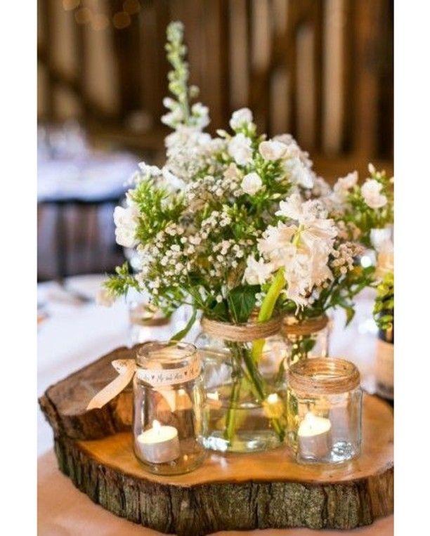 centro de mesa floral con tarros de cristal velas y un tronco como base ideal ideas bodas. Black Bedroom Furniture Sets. Home Design Ideas