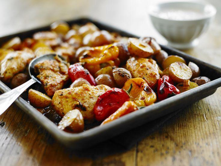 Pommes de terre, poivrons et poulet jerk doux. Yogourt aux poivrons.