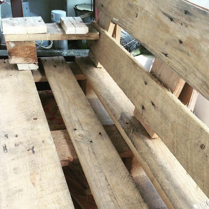 Poszalałem trochę z nowa wyrzynarka :) #diy #zrobtosam #pallets #palletfurniture #furnituredesign #sofa #woodworking #woodwork de tworczystwor